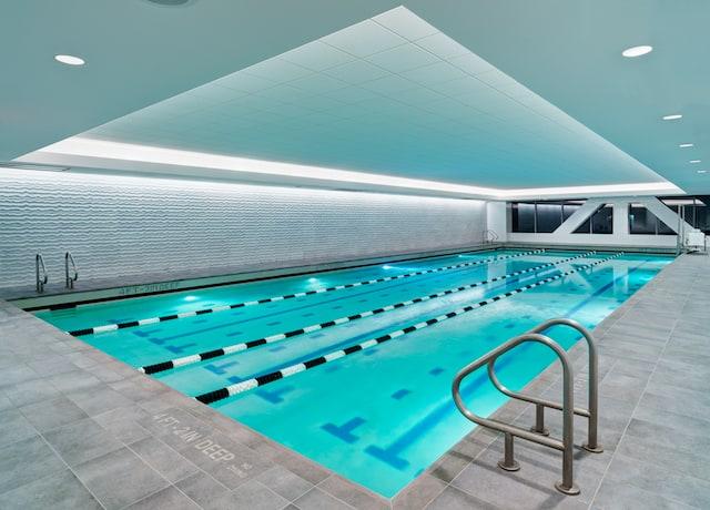 sports-club-pool