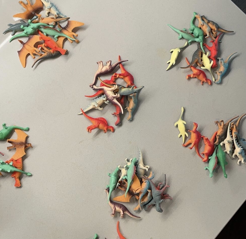 collections of small dinosaur plastic toys
